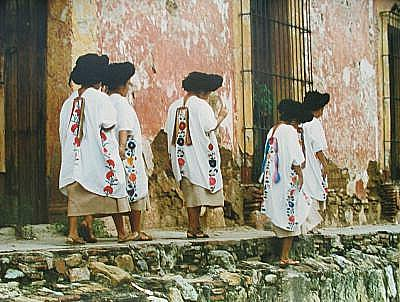 Yalálag women in fiesta attire